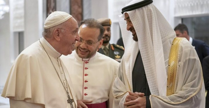 Pope Francis, Head of the Catholic Church is welcomed by Abu Dhabi's Crown Prince Mohammed bin Zayed Al-Nahyan upon his arrival at Abu Dhabi International airport in Abu Dhabi, United Arab Emirates, February 3, 2019. WAM/Handout via REUTERS ATTENTION EDITORS - THIS PICTURE WAS PROVIDED BY A THIRD PARTY - RC168D5AABA0